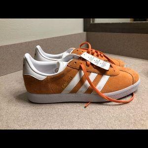 adidas gazelle sneakers (CLEANED SPOTS)